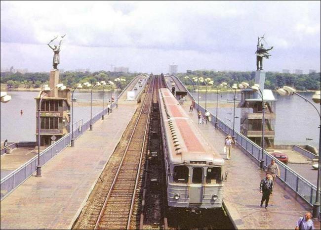 Станция метро Днепр в 90-х годах