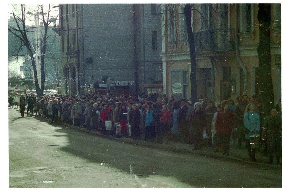 1993 год, Софиевская улица. Очередь на троллейбус №18.