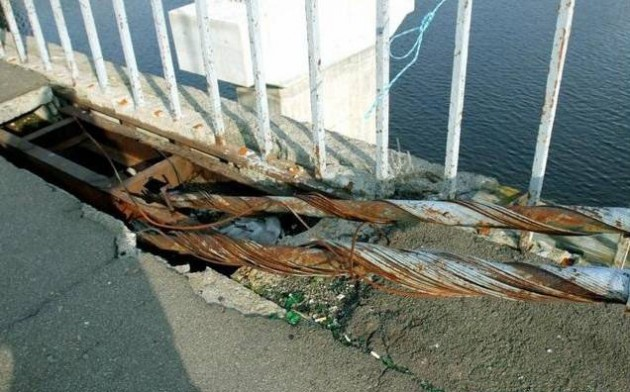 Ванты Рыбальского моста не выдерживают
