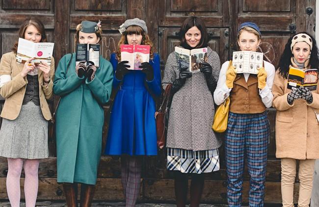Читающие девушки Киева