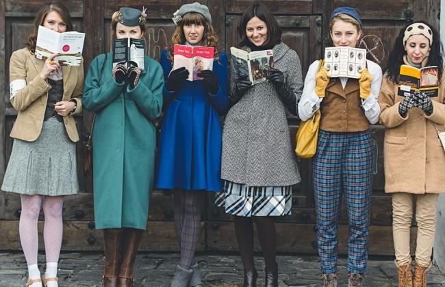 Как девушки в Киеве читали
