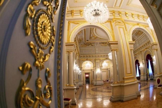 Внутри Мариинского дворца в Киеве