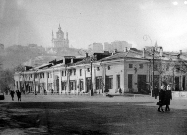 Гостиный двор и Андреевская церковь в 60-х годах