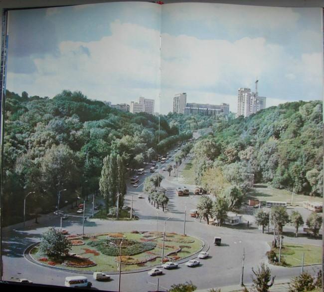 Площадь Героев Великой Отечественной Войны в Киеве. 82 год.