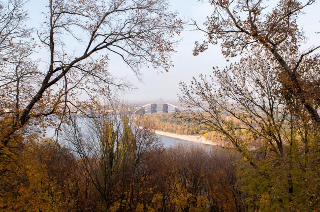 Берега Днепра осенью