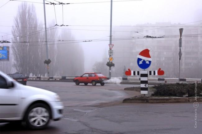 Дорожный знак Дед Мороз Киев, Троещина