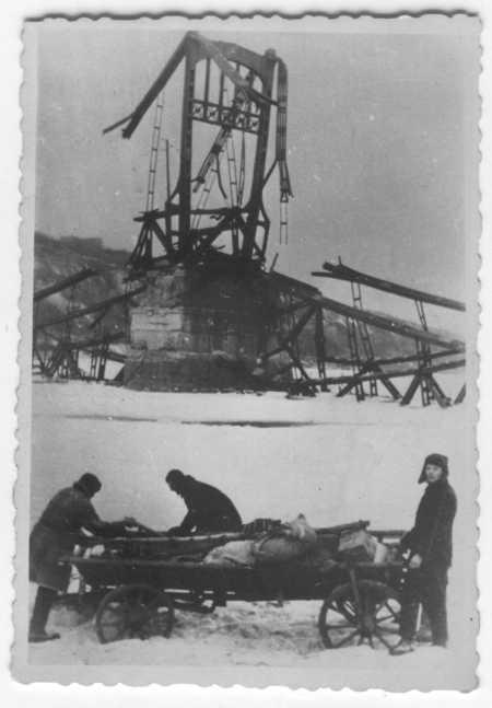 1942 год. Разрушенный мост Евгении Бош (фото из коллекции фотографа немца, предположительно оккупанта Киева)