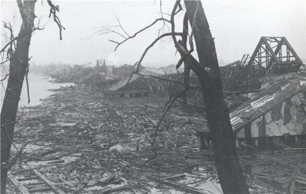 1943 год. Руины Дарницкого железнодорожного моста