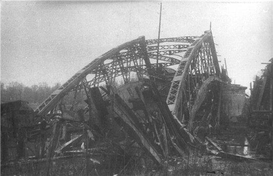 Разрушенный Русановский мост в 40-х годах