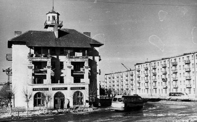 Перекресток бульвара Верховного Совета и улицы Строителей в 60 году