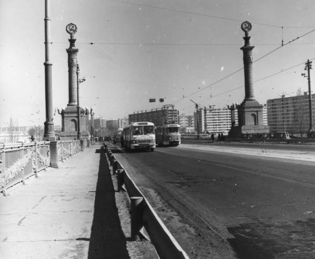 Трамвай на мосту Патона в 70-х