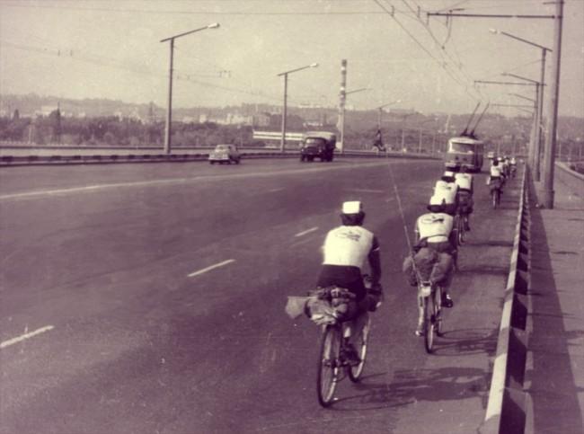 На велосипедах по Московскому мосту