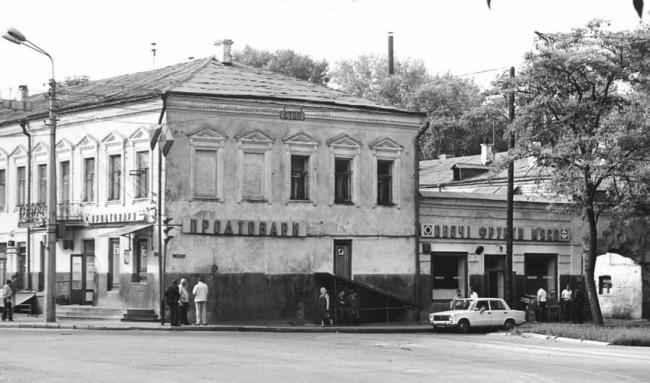 Угол Верхнего Вала и Набережно-Крещатицкой улиц на Подоле в Киеве в 80-х годах