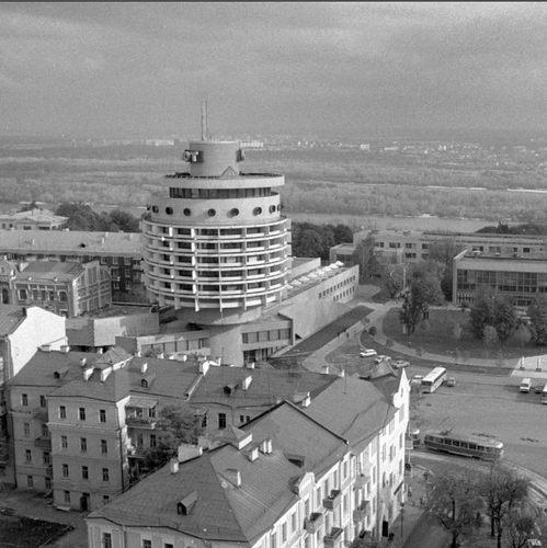 Гостиница Салют и Дворец пионеров в 84 году в Киеве на площади Славы