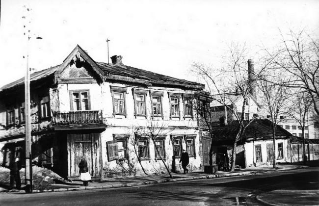 1955 год. Межигорская улица, 46 и 44, угол Оболонской улицы