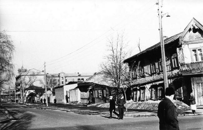 1955 год. Угол Межигорской улицы. Оболонская улица 32, 30, 28, 26 и 24.