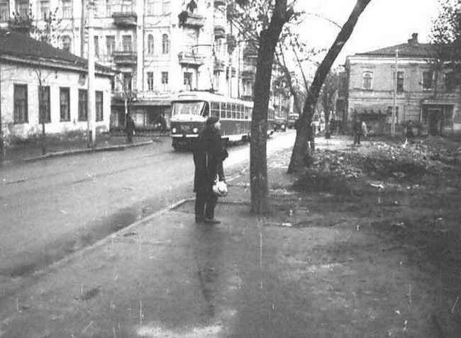 Перекресток Межигорской и Ярославской улиц
