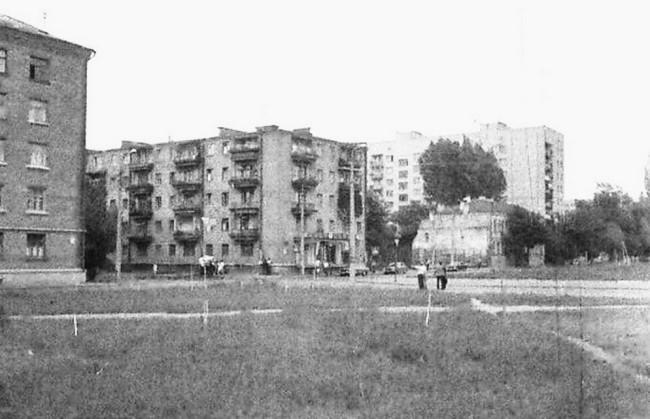 Перекресток Межигорской и Юрковской улиц на Подоле