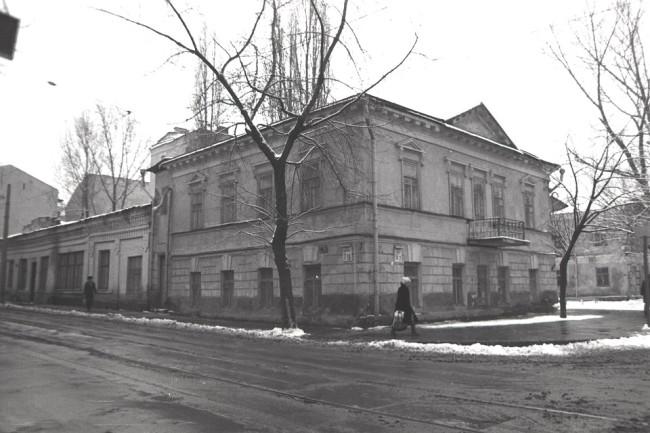 1980-е годы. Межигорская улица, 7/16. Угол Хорива.