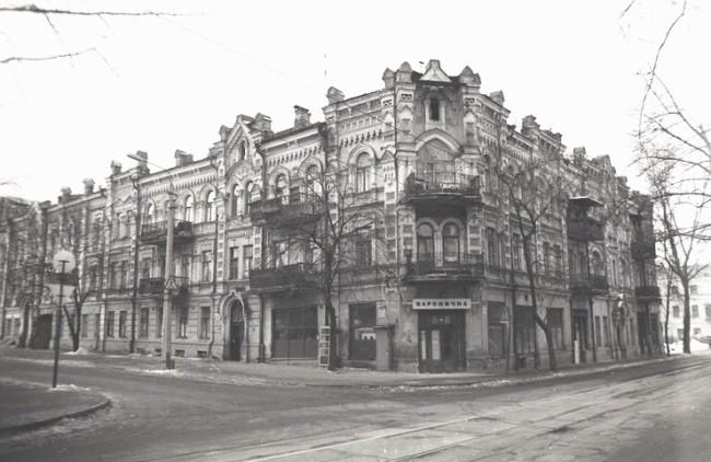 Перекресток Межигорской и Хорива