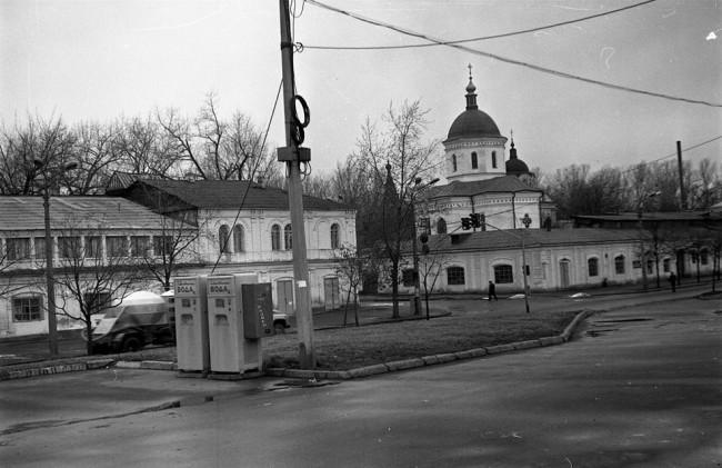 1990-е годы. Набережно-Крещатицкая, 23 и 25, угол Ильинской