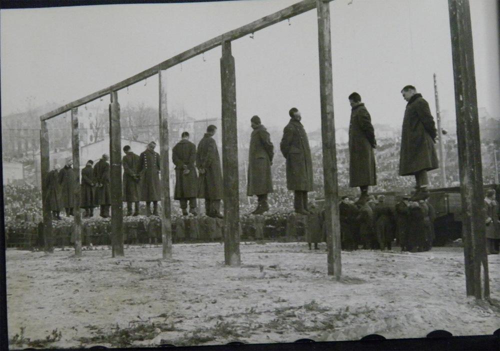 Казнь на центральной площади Киева, немецкие военнопленные, 46 год, Вторая Мировая