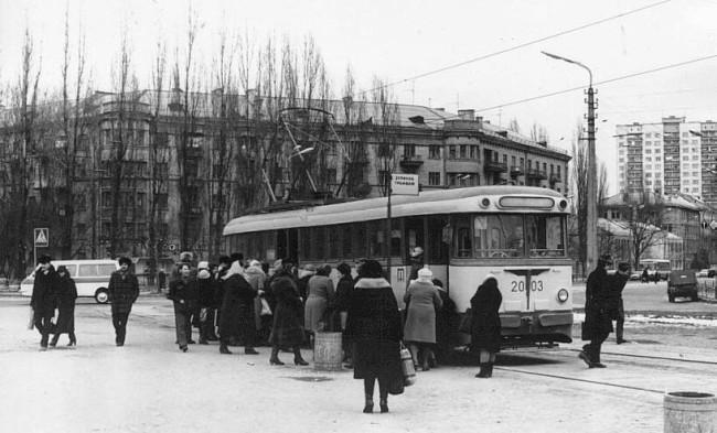 1983 год. Трамвайная остановка на Соломенской (Брежнева) площади