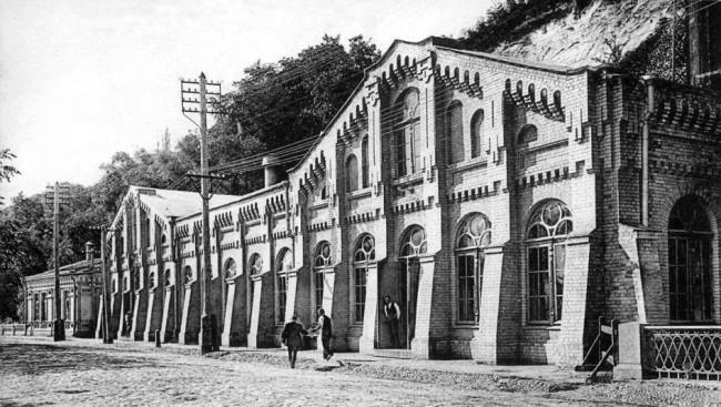 Городская водокачка на набережной Днепра в 1906 году