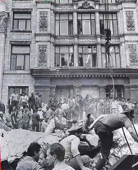 2 августа 1989 года. Трагедия у Главпочтамта - разбор завалов