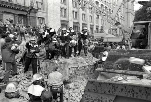 2 августа 1989 года. Трагедия у Главпочтамта - спасатели разбирают завалы