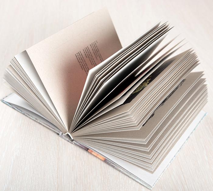 Вісім книга-шкатулка