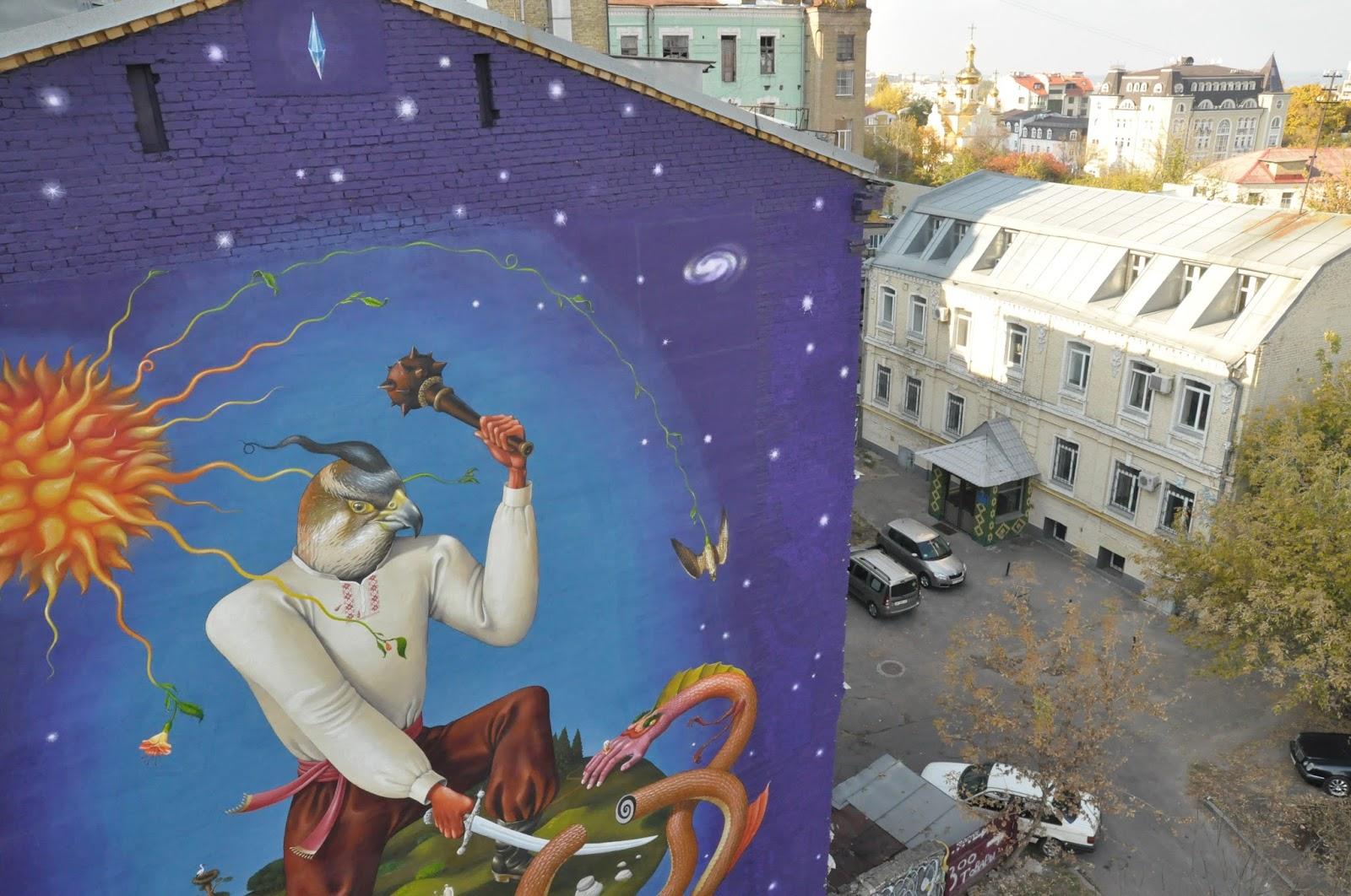 Святой Юрий граффити Interesni Kazki Большая Житомирская, 38 вид сверху