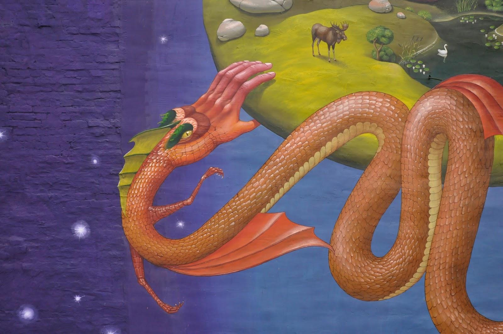 Святой Юрий граффити Interesni Kazki Aec Большая Житомирская, 38 фрагмент, рука-змея, крупным планом