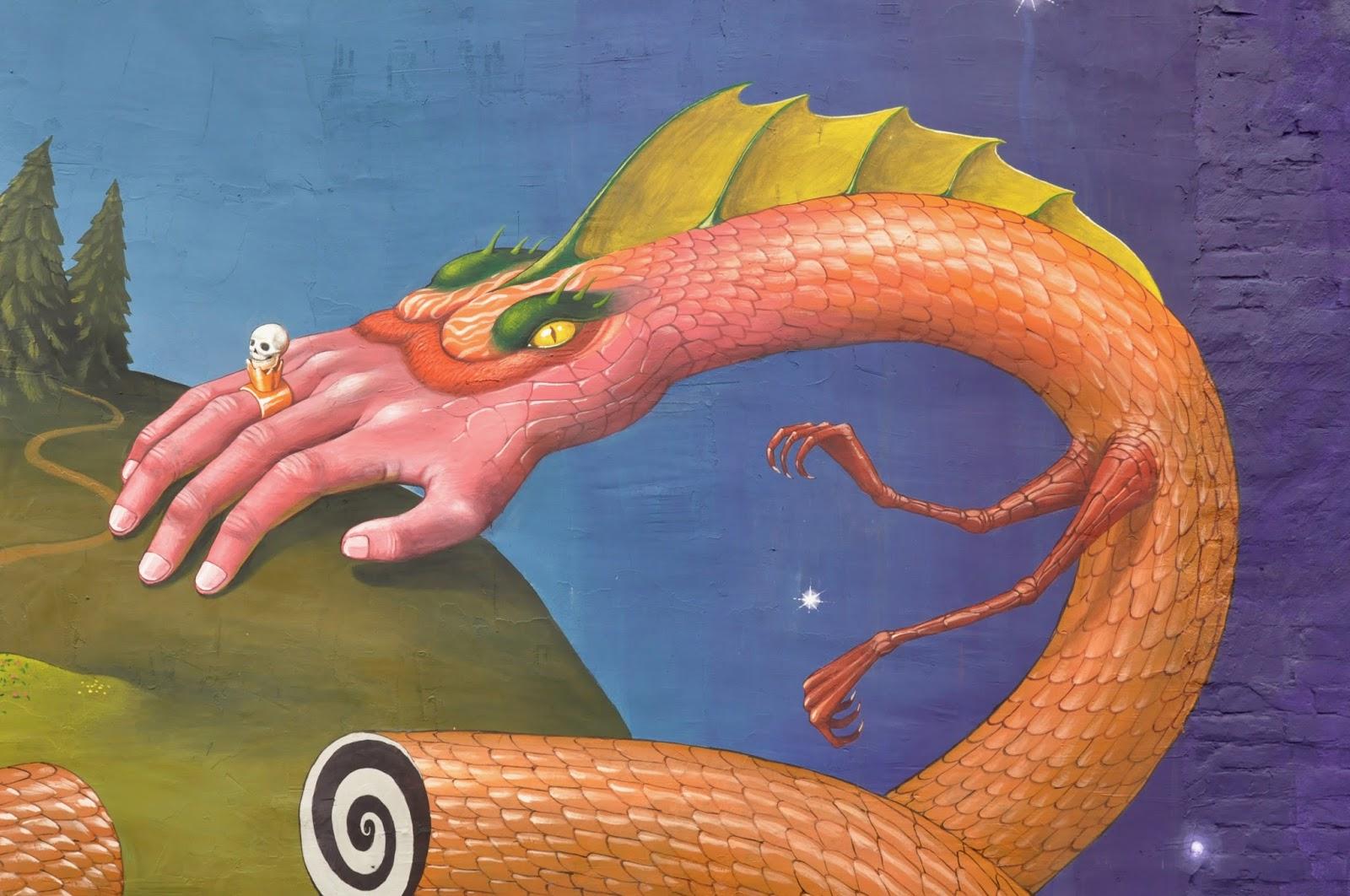 Святой Юрий граффити Interesni Kazki Aec Большая Житомирская, 38 фрагмент, рука-змея