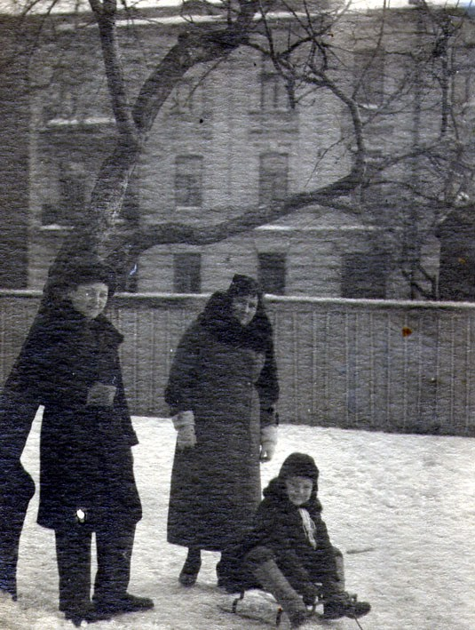 1930-е годы. Вид дома по улице Артема 5в до надстройки над ним 4-го этажа в 1939 году