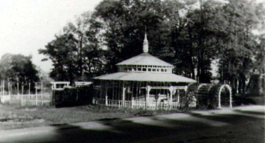 1930-е годы. Ресторан Кукушка при выходе из-под моста на Парковую аллею
