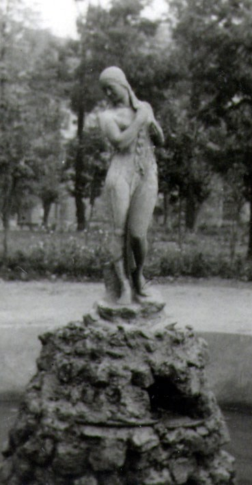 1930-е годы. Фонтан Нимфа в парке Шевченко (вход с нижней стороны бульвара Шевченко)