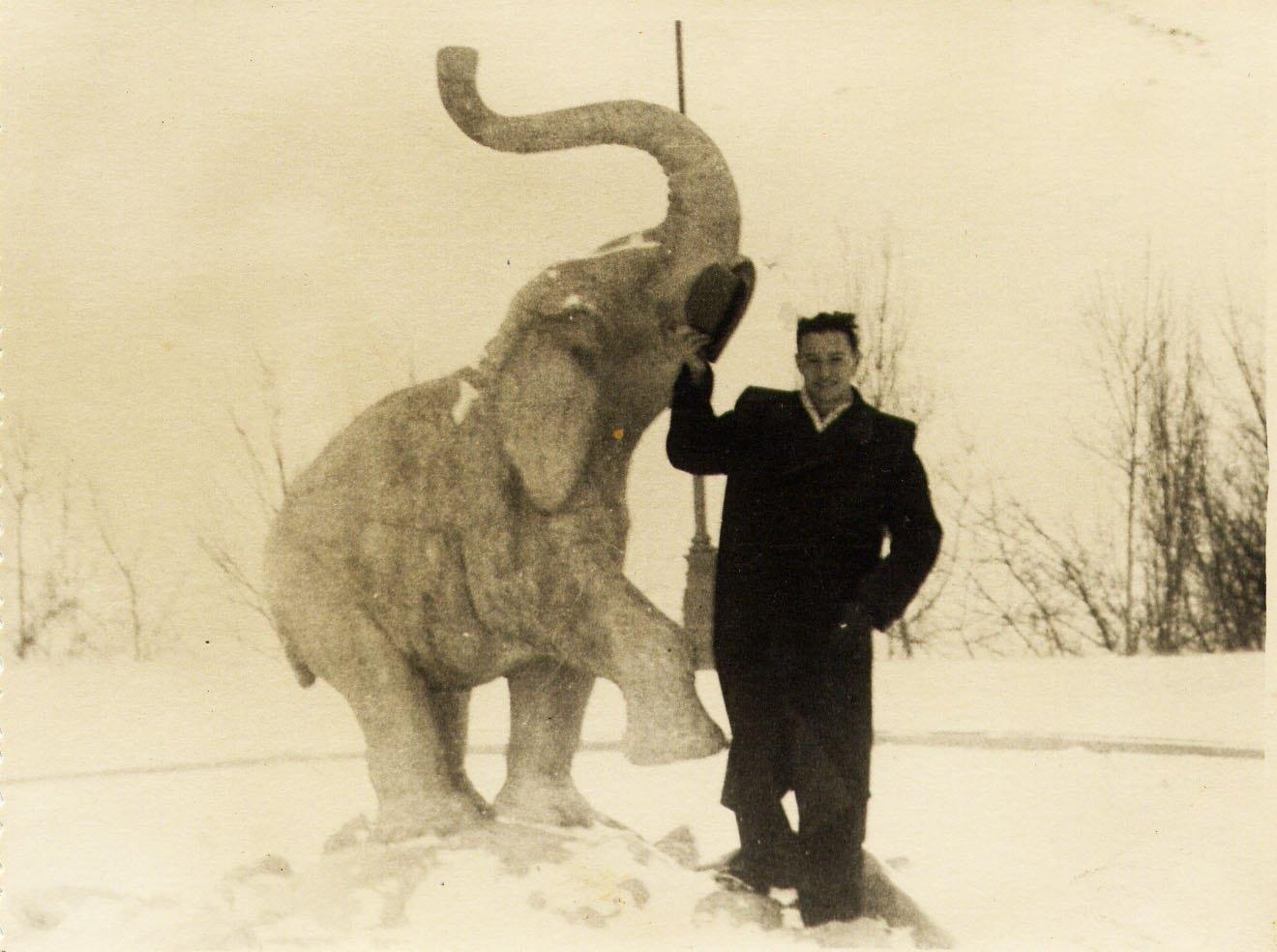 1950 год. Фонтан Слон (на площадке над амфитеатром у монумента Дружбы народов)
