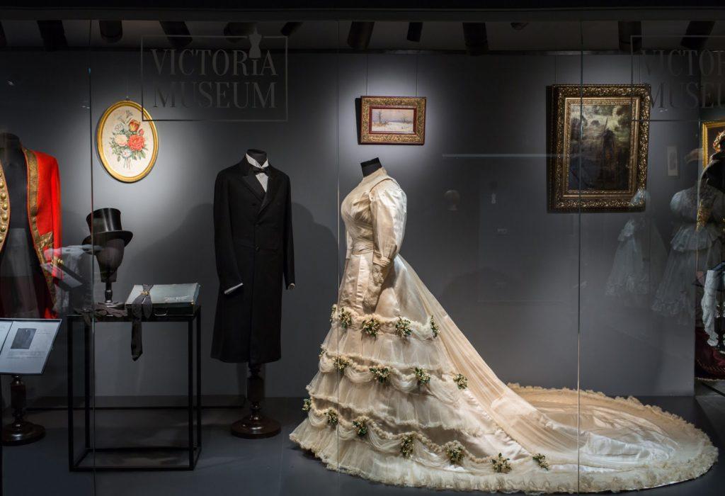 Женщина и мода. История отношений
